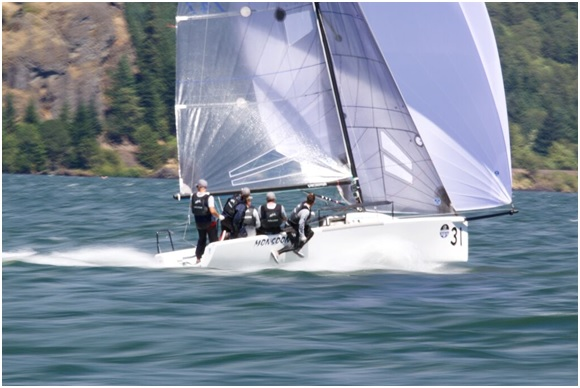 Bruce Ayres' Monsoon winning the Velocitek Challenge @ 25.8 knots over the botto